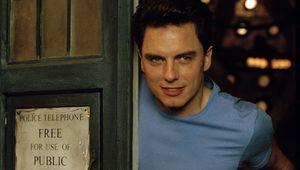 John-Barrowman-Jack-Harkness-TARDIS.jpg