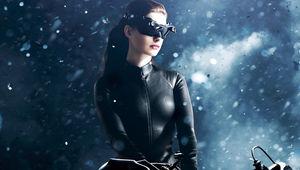 Catwoman-Anne-Hathaway_0.jpg