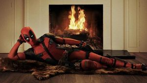 Deadpool_RyanReynolds_Leaning.jpg