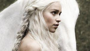 Game-of-Thrones-Emilia-Clarke-with-horse-white-hair_1280x1024.jpg