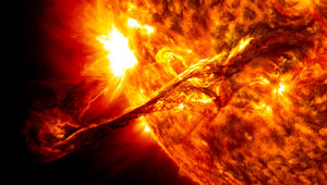 Giant_prominence_on_the_sun_erupted_0.jpg