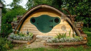Hobbit-Hole-Maine-1.jpg
