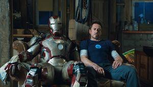 Iron-man-3-tony-stark-new-suit-harley.jpg