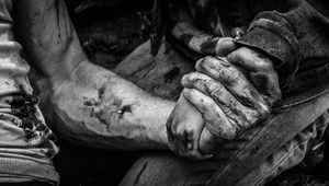 Logan-Noir-image-with-Wolverine-and-Laura-holding-hands.jpg