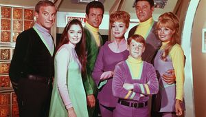 Lost-in-Space-cast_0.jpg