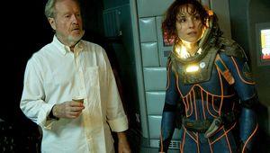 Ridley-Scott-Noomi-Rapace-Prometheus.jpg
