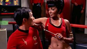 Uhura_distracts_Hikaru_Sulu_mirror_0.jpg