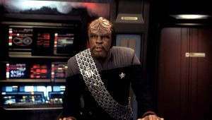 Worf_Enterprise-Bridge_Star-Trek.jpg