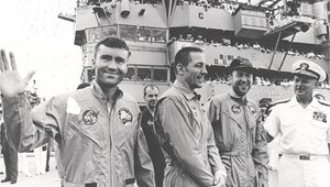 apollo13crewlg.jpg
