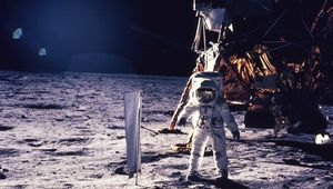 buzz-aldrin-describes-his-ufo-encounter-during-apollo-11.jpg