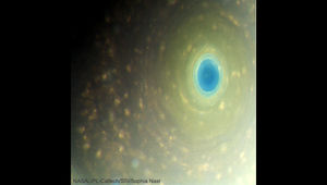 Saturn's north pole in color