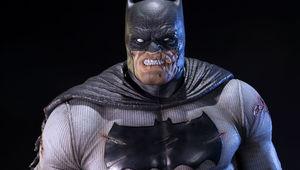 dc-comics-batman-the-dark-knight-returns-statue-prime1-feature-902785.jpg
