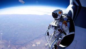 felix-baumgartner-standing-in-his-capsule-about-to-dive.jpg