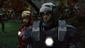 Iron_Man_2_Downey_Cheadle_war_machine.jpg