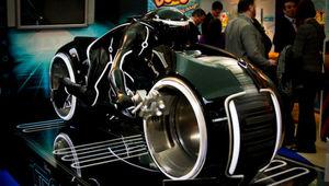 Tron_Legacy_lightcycle_toyfair.jpg