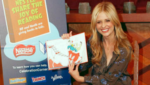 sarah-michelle-gellar-reading-seuss-hed_0.jpg