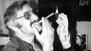 stan_lee_1970s_aviator_eyeglasses_tiparillo_cigar.jpg