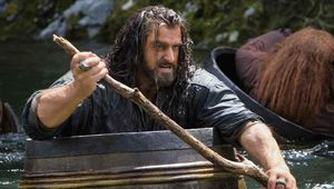 the-hobbit-the-desolation-of-smaug-thorin-armitage-barrels.jpg