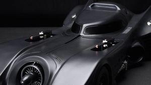 tim-burtons-batman-batmobile-model-with-pop-up-machine-guns_0.jpg