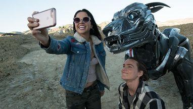 AXL selfie hero
