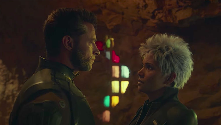 logan-storm-kiss-scene-days-future-past.jpg