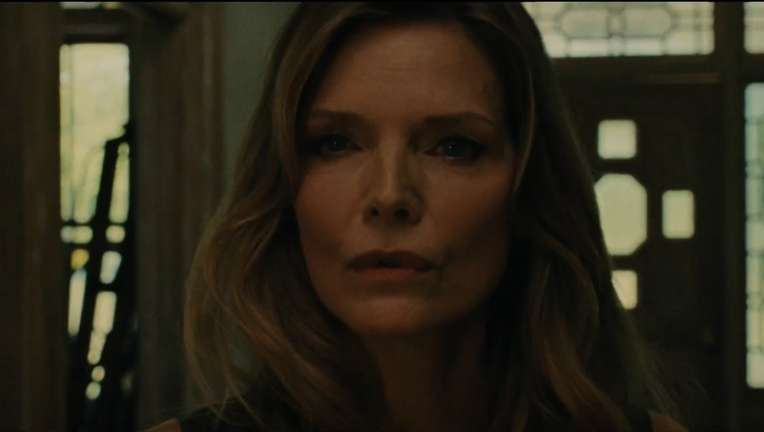 Michelle-Pfeiffer-mother-Clip.png