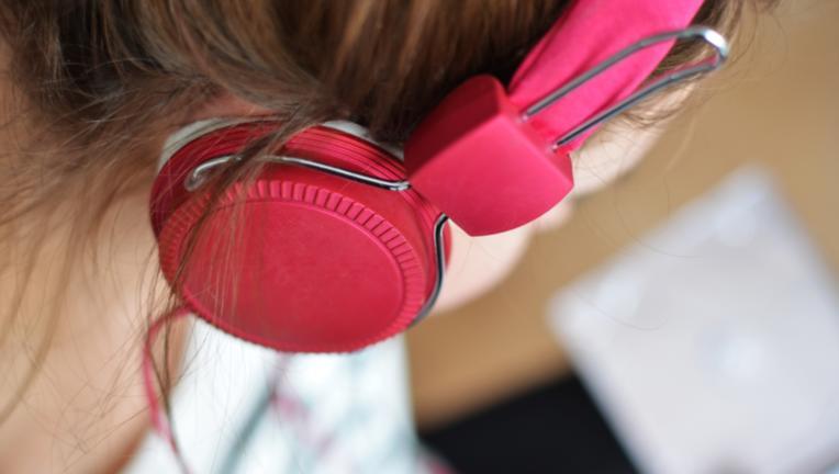 Woman Earphones.png