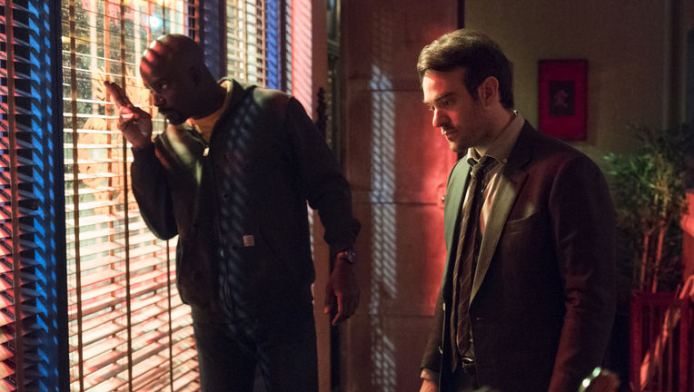 defenders-mike-colter-charlie-cox.jpg