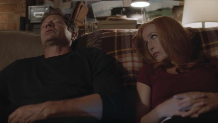 mulder_scully_xfiles_couch.png