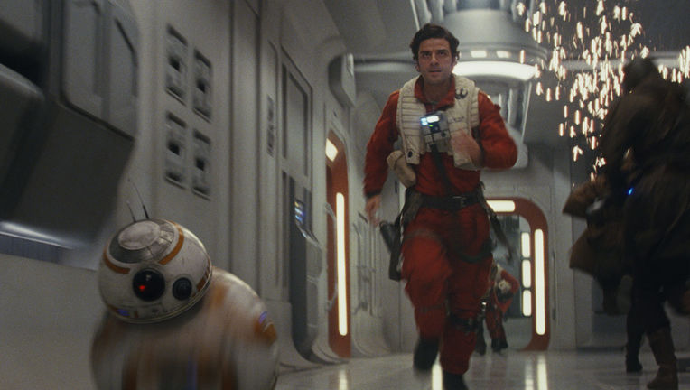 star-wars-the-last-jedi-poe-dameron-bb-8-running_1309fac4.jpeg