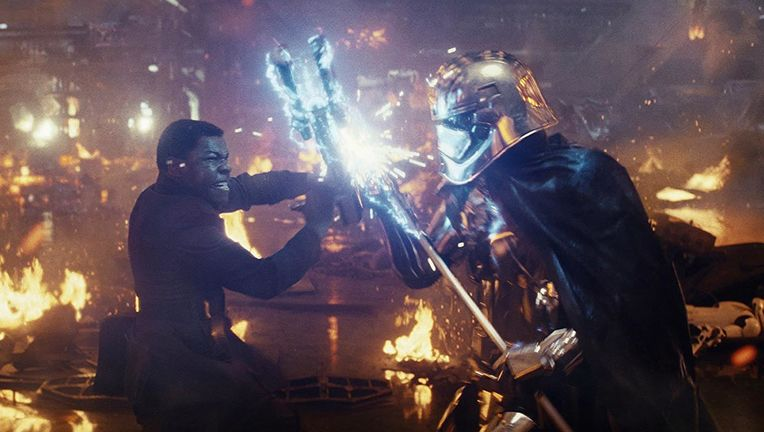 star_wars_the_last_jedi_finn_versus_phasma_hero_01.jpg