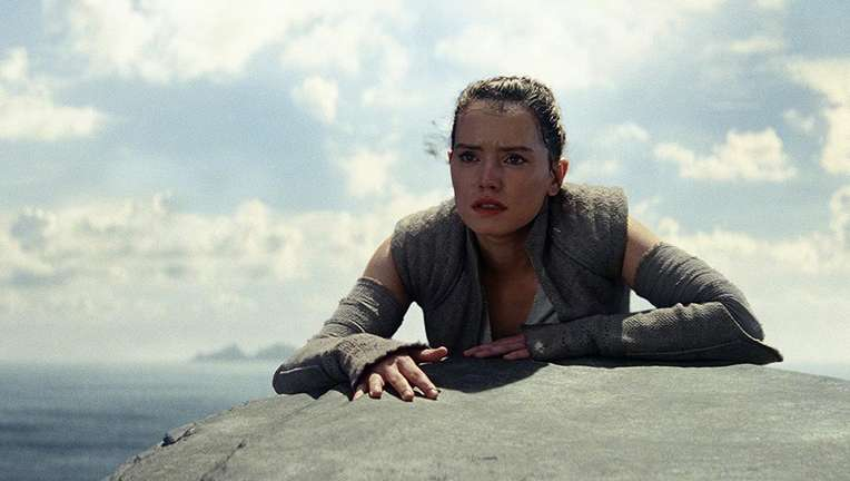 star_wars_the_last_jedi_rey_rock_hero_01.jpg