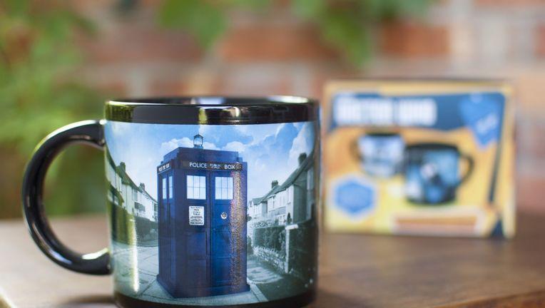 tardis-mug_lifestyle-withbox_1605.jpg