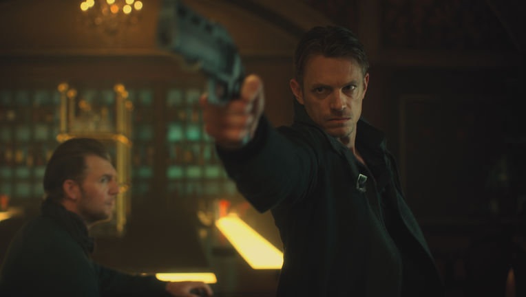 altered-carbon-netflix-kinnaman.jpg