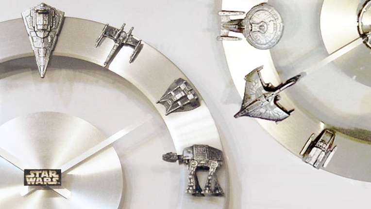 YOUgNeek Star Wars and Star Trek clocks