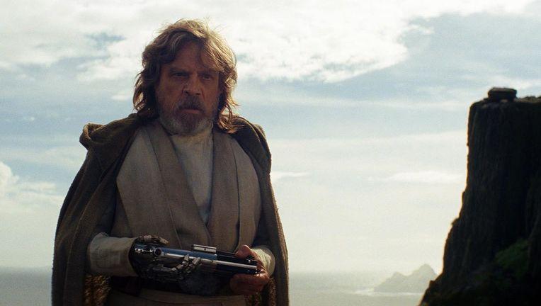 Star Wars The Last Jedi Luke lightsaber hero