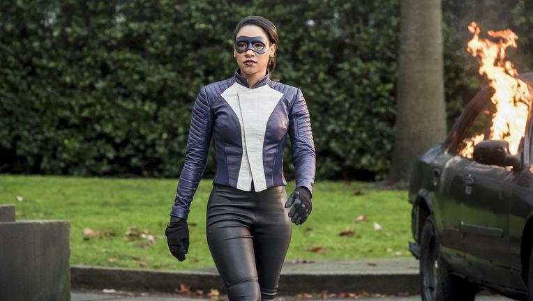 the_flash_iris_super_suit.jpg