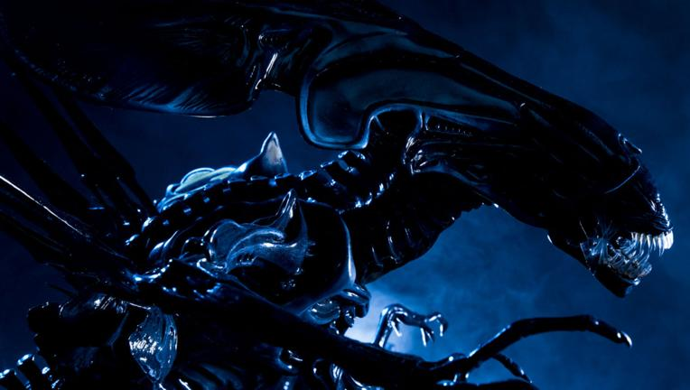 Sideshow Alien Queen statue
