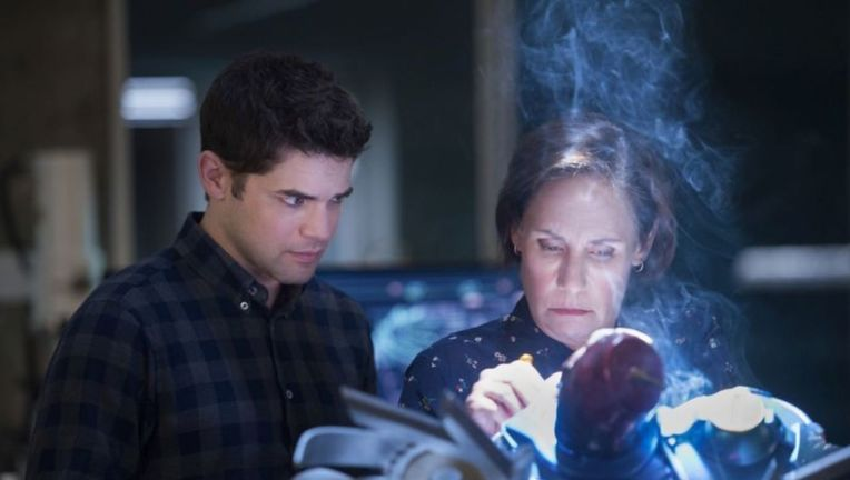 Supergirl episode 314 - Winn and Mary (Laurie Metcalf) work on a flying robot monkey