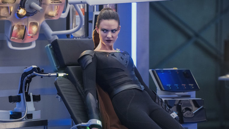 Supergirl episode 319 - Reign looking evil