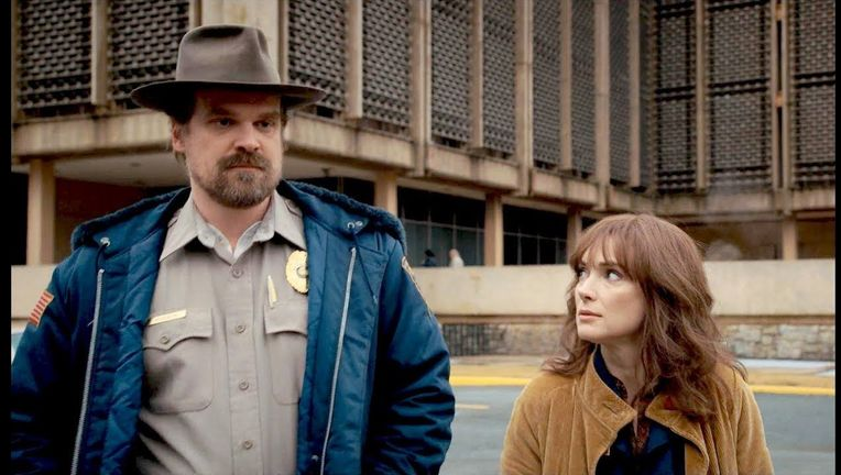 Stranger Things Joyce and Hopper