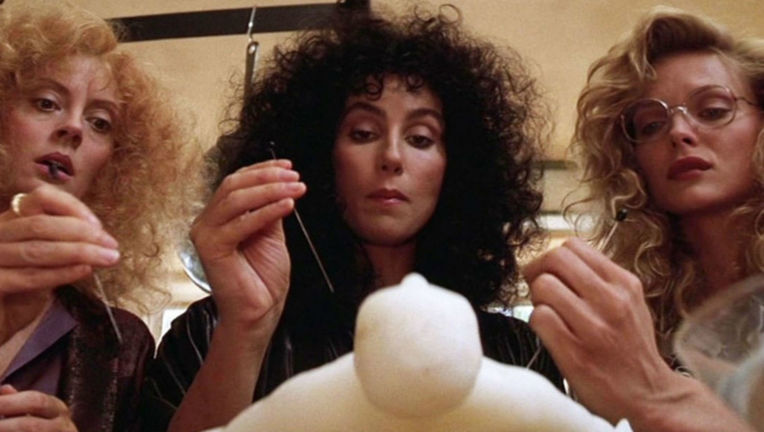 witches-of-eastwick-susan-sarandon-cher-michelle-pfeiffer
