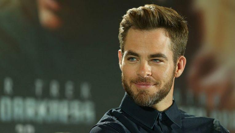 chris_pine_beard_1.jpg