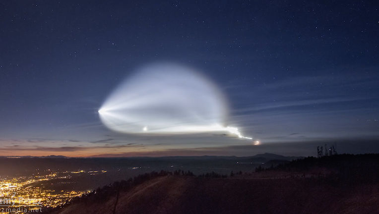 A Falcon 9 launch at twilight in California made for an eerie and beautiful display in the sky. Credit: Jeremy Perez
