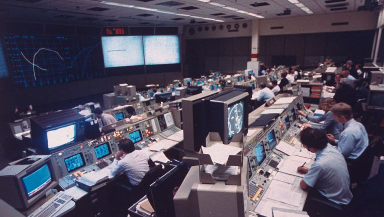 johnson-space-center-mission-control