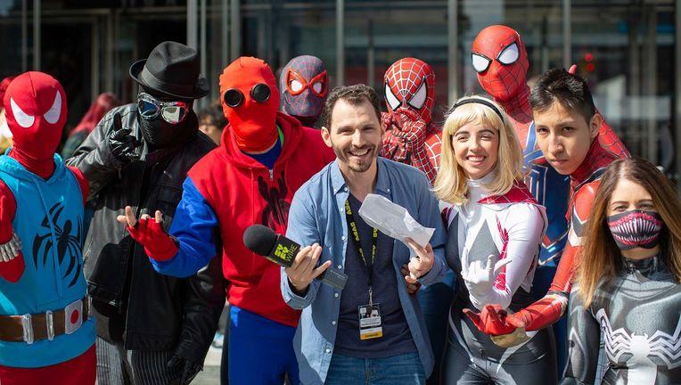 NYCC 360 cosplay hero