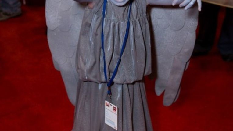 16918adc34b8d9fc57c894860f9b8a52-adorable-weeping-angel-cosplay.jpg