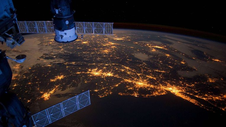 38271_earth_night_earth_view_from_iss.jpg