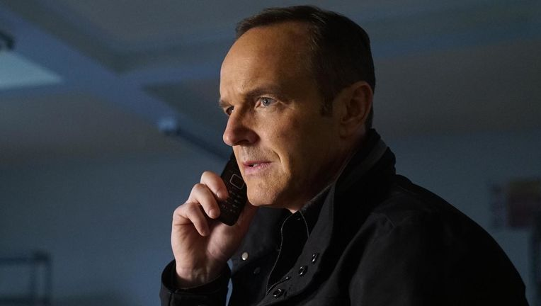 Agents-of-SHIELD-The-Man-Behind-the-Shield-Phil-Coulson.jpg