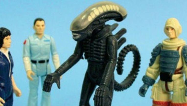 Alien_Toys_Banner_4_18_13-726x248.jpg